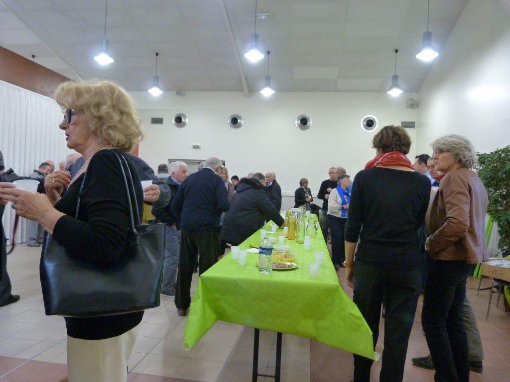 Apéritif offert par la municipalité à toute la population avant le repas des Aînés
