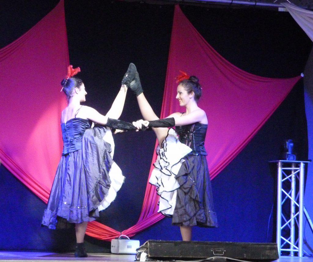 Les 2 Enchanteurs: leurs danseuses (version French Cancan)