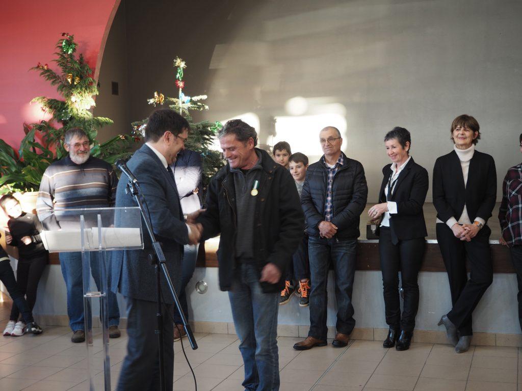 Remise de la médaille vermeil d'honneur communal à Monsieur Jean-Paul Bru, notre employé municipal depuis 1993