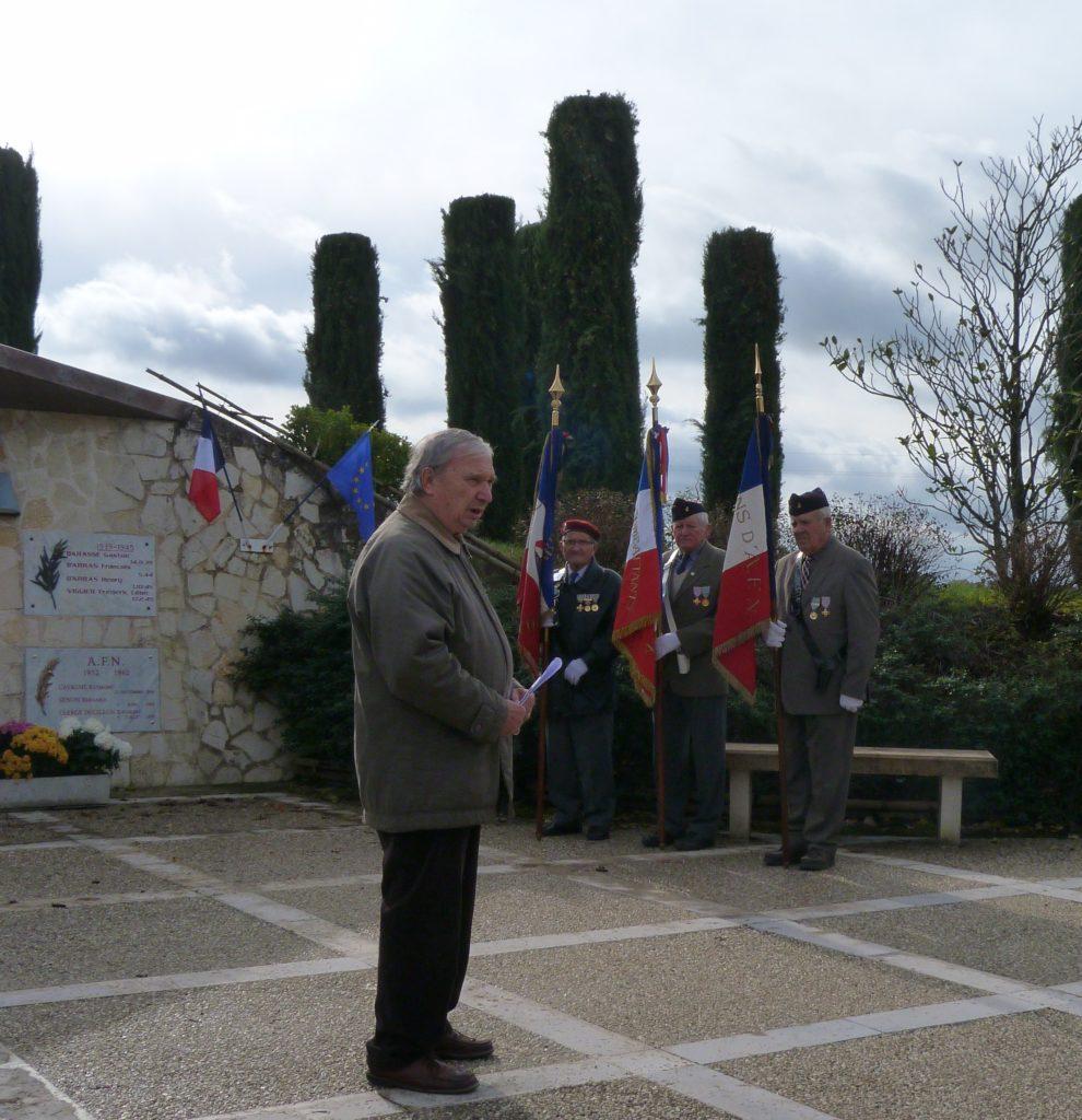 Lecture d'un poème par Monsieur René Sormail de la Fnaca.