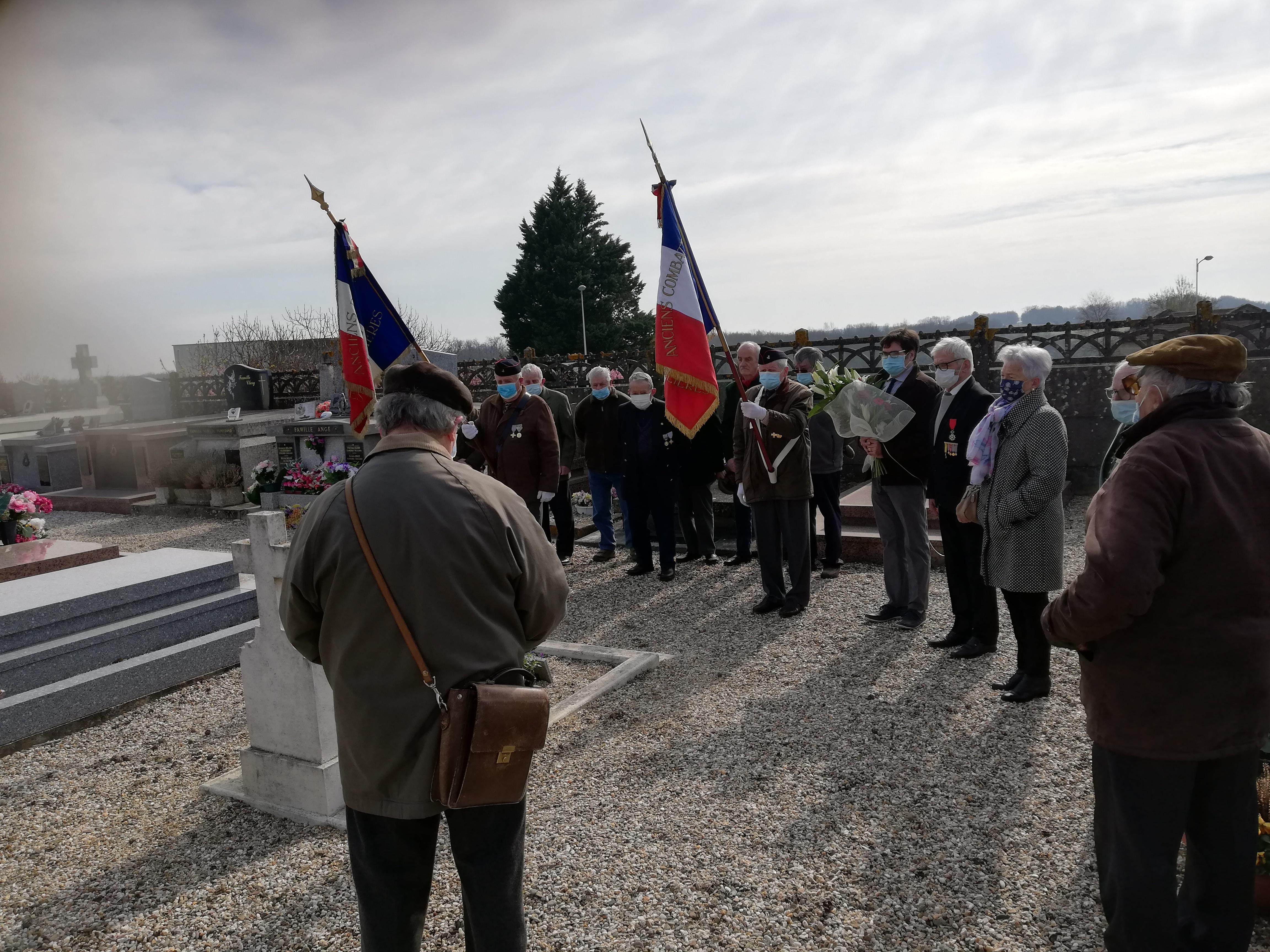 Cérémonie sur la tombe du soldat Bernard Senon